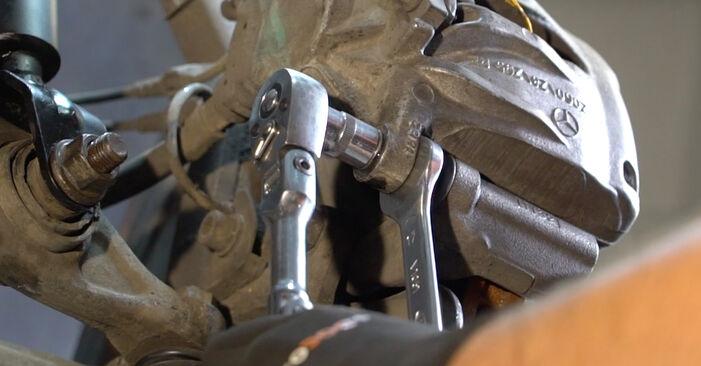 Austauschen Anleitung Verschleißanzeige Bremsbeläge am Mercedes W211 2004 E 220 CDI 2.2 (211.006) selbst