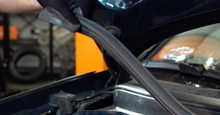 Wechseln Innenraumfilter am VW Golf IV Schrägheck (1J1) 1.9 TDI 2000 selber