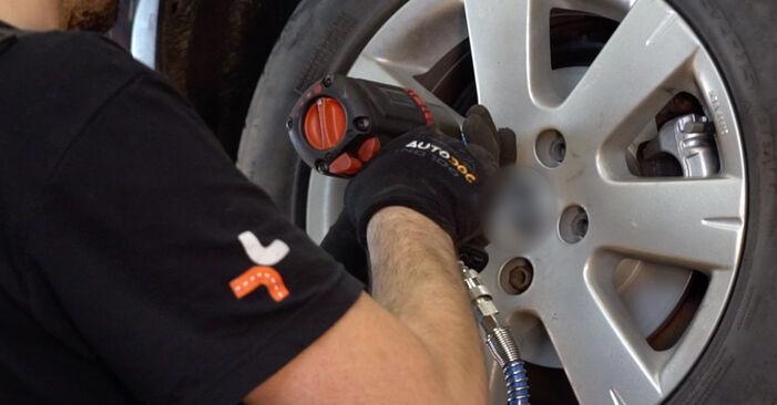Wie Koppelstange VW Golf V Schrägheck (1K1) 1.6 2004 austauschen - Schrittweise Handbücher und Videoanleitungen