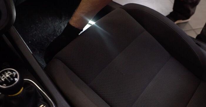 VW GOLF 1.6 Innenraumfilter ausbauen: Anweisungen und Video-Tutorials online
