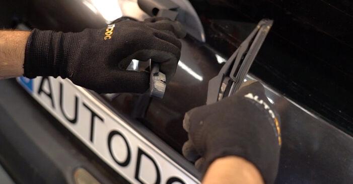 Renault Clio 2 1.2 16V 2000 Essuie-Glaces remplacement : manuels d'atelier gratuits
