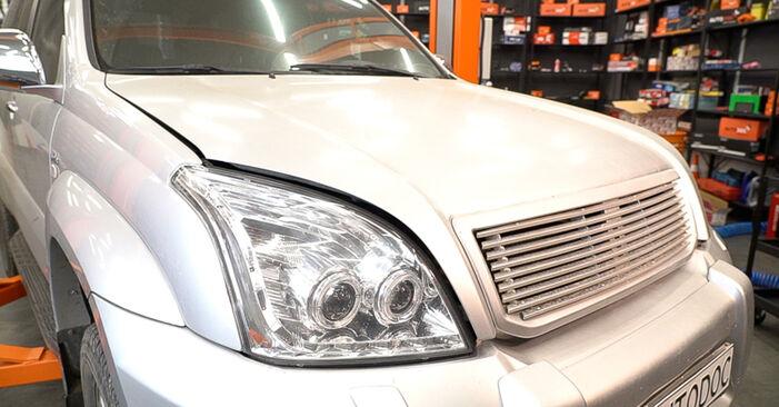 Ölfilter Ihres Toyota Prado J120 3.0 D-4D 2010 selbst Wechsel - Gratis Tutorial
