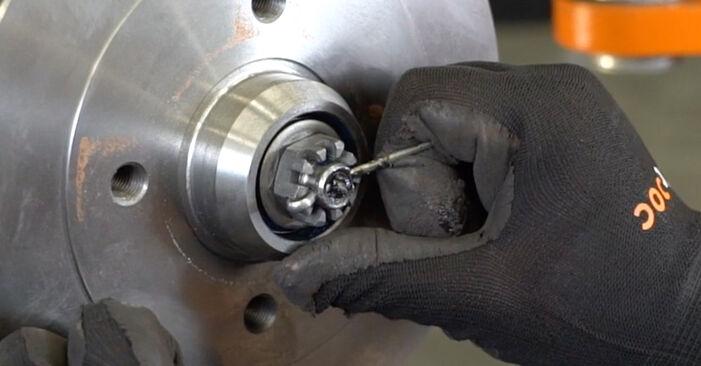 Wie VW GOLF 1.6 1995 Bremstrommel ausbauen - Einfach zu verstehende Anleitungen online