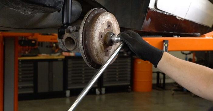 Bremstrommel beim VW GOLF 1.4 1998 selber erneuern - DIY-Manual