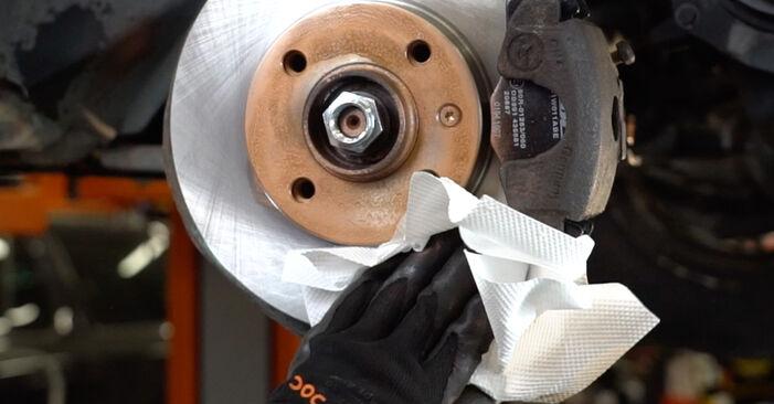 VW GOLF III (1H1) 1995 Kerékcsapágy csere - tippek és trükkök