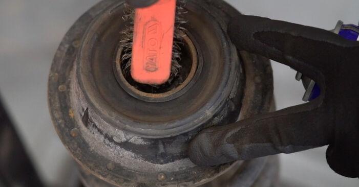 Ako odstrániť VW GOLF 1.6 1995 Horné Uloženie Tlmiča - online jednoduché inštrukcie
