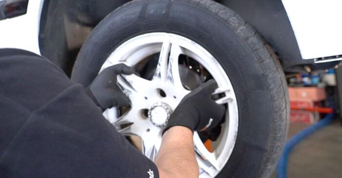 Ako vymeniť Horné Uloženie Tlmiča na VW GOLF III (1H1) 1995 – tipy a triky