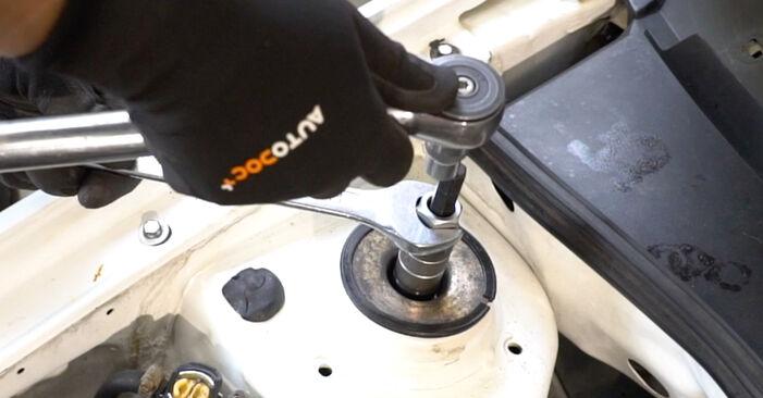 Ako vymeniť VW GOLF III (1H1) 2.8 VR6 1992 Horné Uloženie Tlmiča – návody a video tutoriály krok po kroku.