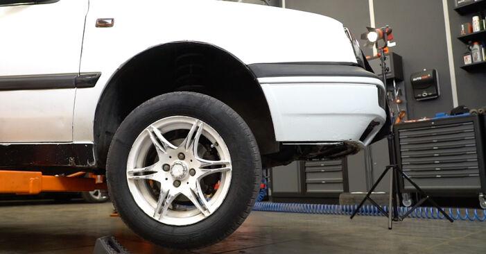 Aké náročné to je, ak to budete chcieť urobiť sami: Horné Uloženie Tlmiča výmena na aute Golf 3 2.0 GTI 16V 1997 – stiahnite si ilustrovaný návod