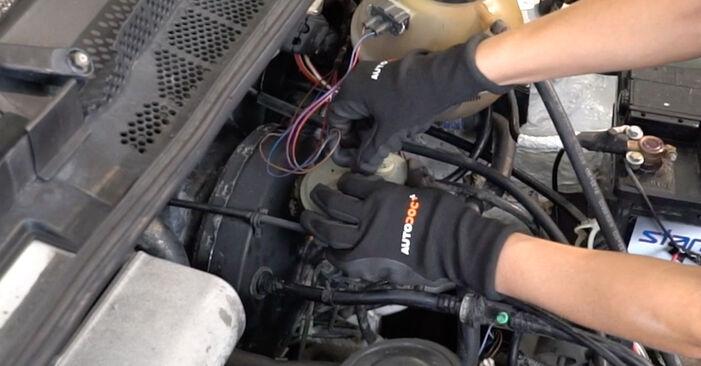 VW GOLF 2.0 Bremsbeläge ausbauen: Anweisungen und Video-Tutorials online