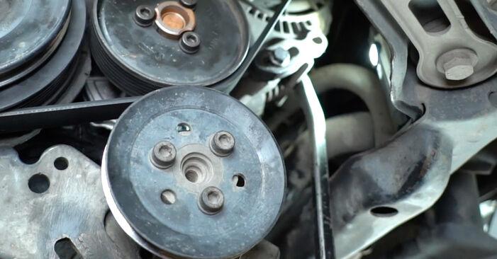 Comment remplacer VW GOLF III (1H1) 2.8 VR6 1992 Courroie Trapézoïdale à Nervures - manuels pas à pas et guides vidéo