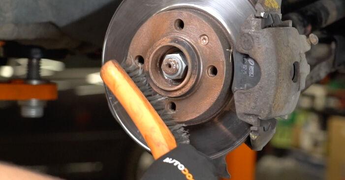 À quel point est-il difficile de le faire soi-même : télécharger le guide illustré pour le changement de Courroie Trapézoïdale à Nervures sur VW Golf III 2.0 GTI 16V 1997