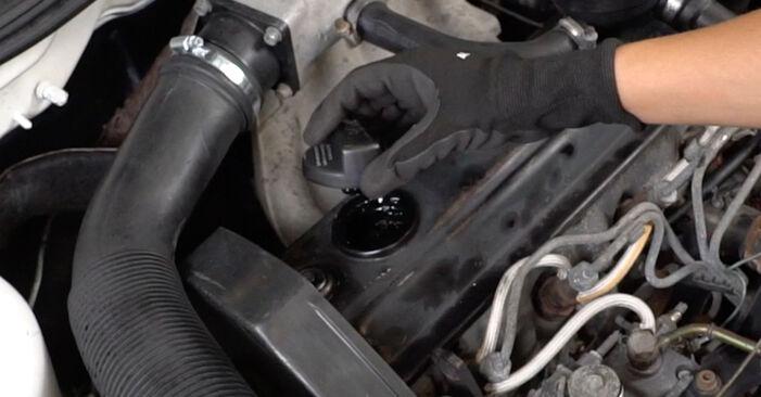 Wie Ölfilter VW GOLF III (1H1) 2.0 1992 austauschen - Schrittweise Handbücher und Videoanleitungen