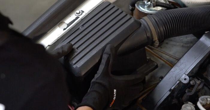 VW GOLF 2.0 Luftfilter ausbauen: Anweisungen und Video-Tutorials online