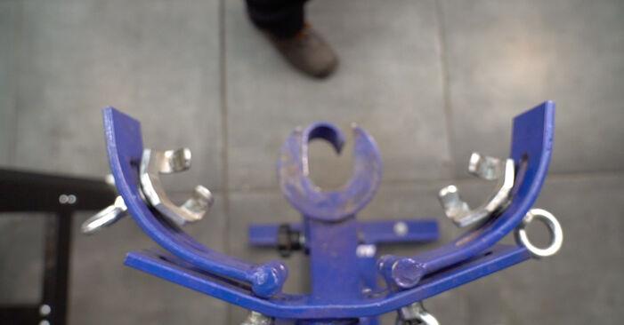 Stoßdämpfer beim TOYOTA RAV4 2.0 2012 selber erneuern - DIY-Manual