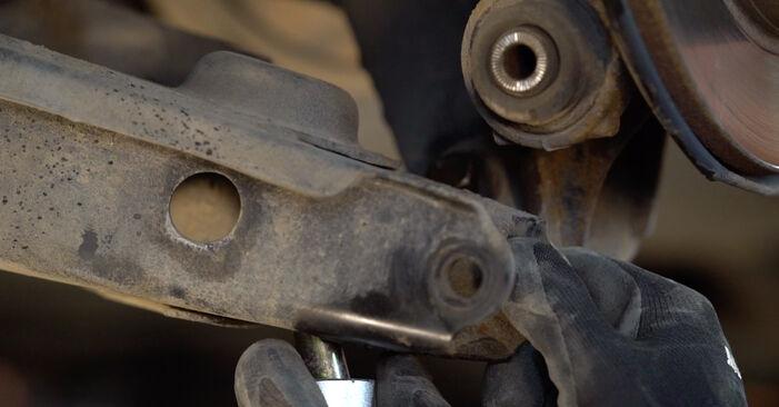 Austauschen Anleitung Federn am Toyota RAV4 III 2006 2.2 D 4WD (ALA30_) selbst