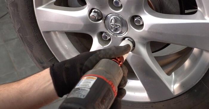 Стъпка по стъпка препоруки за самостоятелна смяна на Toyota RAV4 III 2009 2.0 (ZSA35_) Амортисьор