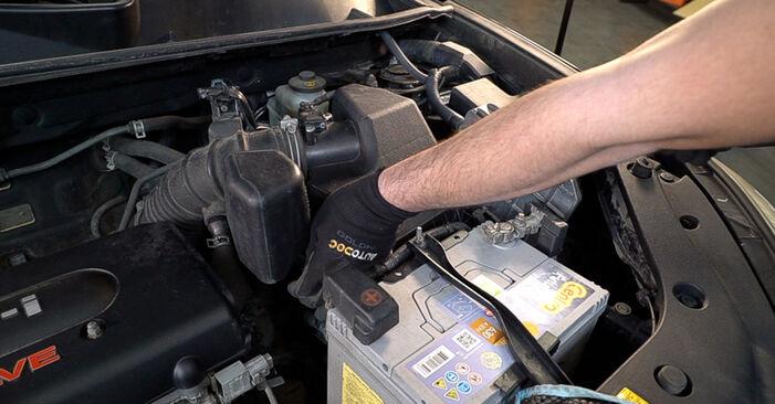 Luftfilter Toyota RAV4 III 2.2 D (ALA35_) 2007 wechseln: Kostenlose Reparaturhandbücher