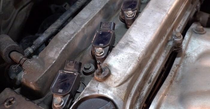 Wie Zündkerzen Toyota RAV4 III 2.2 D 4WD (ALA30_) 2005 tauschen - Kostenlose PDF- und Videoanleitungen