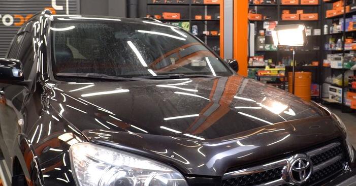 TOYOTA RAV4 2.0 4WD (ACA30_) Zündkerzen ausbauen: Anweisungen und Video-Tutorials online