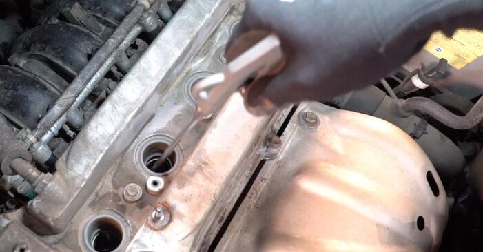 Zündkerzen Ihres Toyota RAV4 III 2.2 D 4WD (ALA30_) 2013 selbst Wechsel - Gratis Tutorial