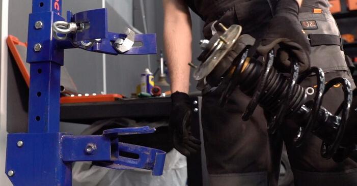 Hvordan skifte VOLVO V70 2006 Støtdemper trinn–for–trinn veiledning