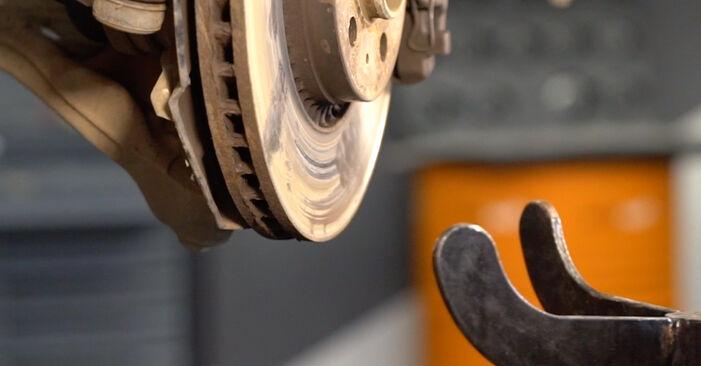 Trinn-for-trinn anbefalinger for hvordan du kan bytte Volvo V70 SW 2002 2.3 T5 Støtdemper selv