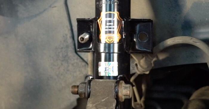 Slik bytter du VOLVO V70 II (285) 2.4 2000 Støtdemper selv – trinn-for-trinn veiledninger og videoer