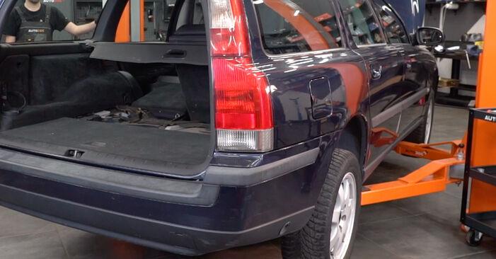 Jak dlouho trvá výměna: Tlumic perovani na autě Volvo V70 SW 2007 - informační PDF návod