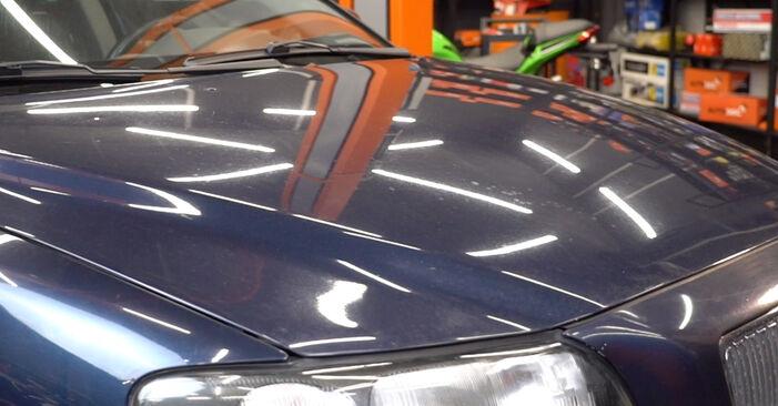 Tee se itse -vaihto: VOLVO V70 II (285) 2.4 T 2003 -auton Sytytystulpat - online-opas