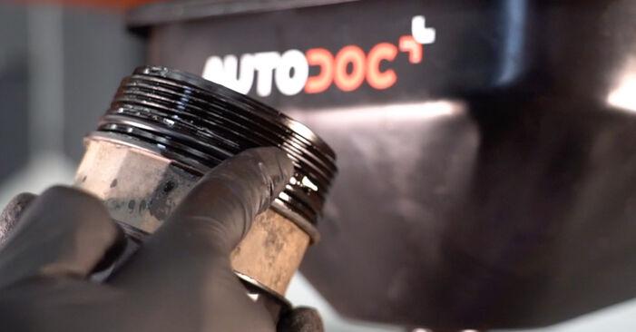 Wymiana Volvo V70 SW 2.4 D5 2001 Filtr oleju: darmowe instrukcje warsztatowe
