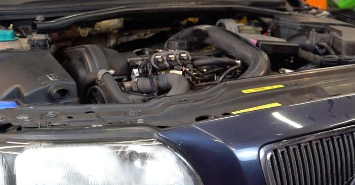 Jak wymienić VOLVO V70 II (285) 2.4 2000 Filtr oleju - instrukcje krok po kroku i filmiki instruktażowe