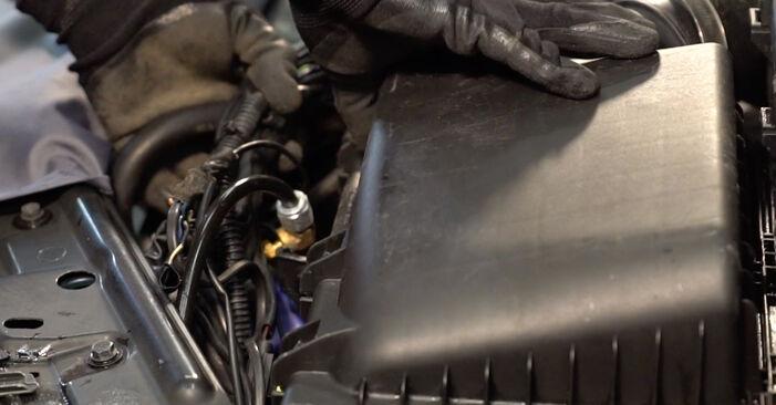 Austauschen Anleitung Luftfilter am Volvo V70 SW 1999 2.4 selbst