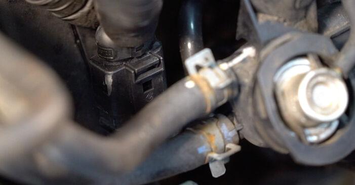 Zündkerzen am VW Golf IV Schrägheck (1J1) 2.0 2002 wechseln – Laden Sie sich PDF-Handbücher und Videoanleitungen herunter
