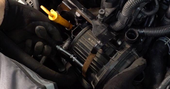 Tausch Tutorial Zündkerzen am VW Golf IV Schrägheck (1J1) 2000 wechselt - Tipps und Tricks