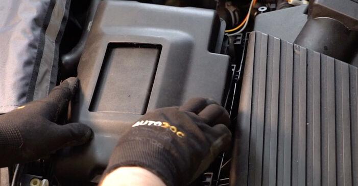 Wie Zündkerzen VW Golf IV Schrägheck (1J1) 1.6 1998 austauschen - Schrittweise Handbücher und Videoanleitungen