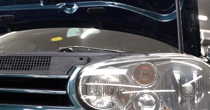Tausch Tutorial Ölfilter am VW Golf IV Schrägheck (1J1) 2000 wechselt - Tipps und Tricks