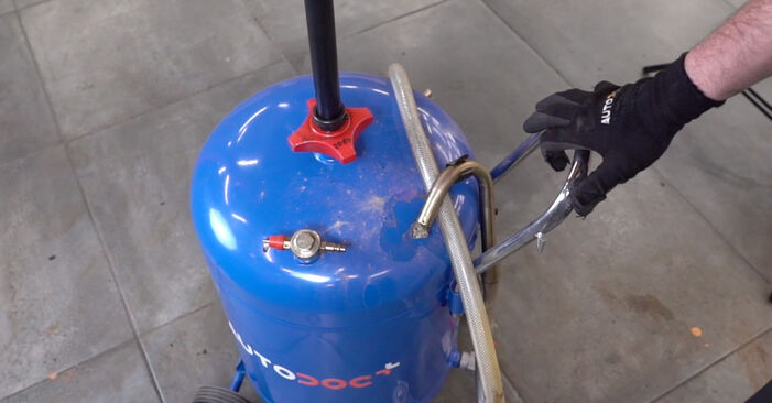 Ölfilter am VW Golf IV Schrägheck (1J1) 2.0 2002 wechseln – Laden Sie sich PDF-Handbücher und Videoanleitungen herunter