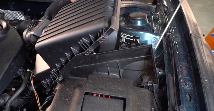 VW GOLF 1.6 16V Gaisa filtrs nomaiņa: tiešsaistes ceļveži un video pamācības