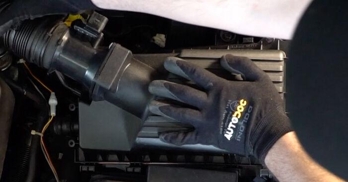 Kā nomainīt VW Golf IV Hatchback (1J1) 2000 Gaisa filtrs - padomi un ieteikumi