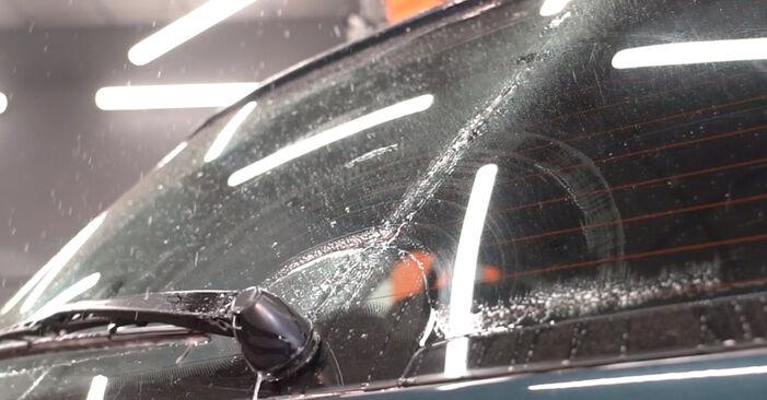 Kaip nuimti VW GOLF 1.8 T 2001 Valytuvo gumelė - nesudėtingos internetinės instrukcijos