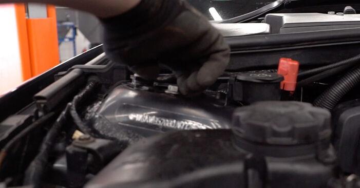 BMW E92 320d 2.0 2007 Blazilnik zamenjava: brezplačni priročnik delavnice