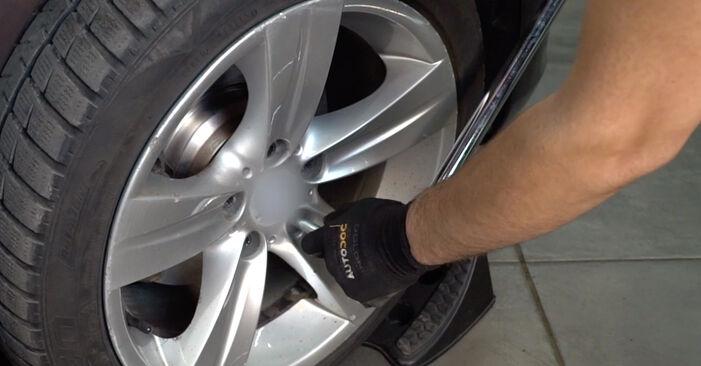 Wie BMW 3 SERIES 325i 2.5 2009 Koppelstange ausbauen - Einfach zu verstehende Anleitungen online