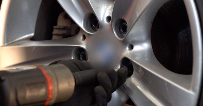 Koppelstange BMW E92 335d 3.0 2007 wechseln: Kostenlose Reparaturhandbücher