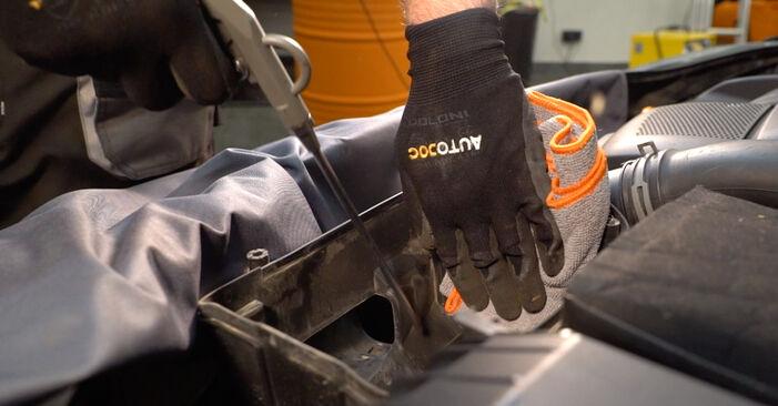 Luftfilter beim VW GOLF 3.2 R32 4motion 2003 selber erneuern - DIY-Manual