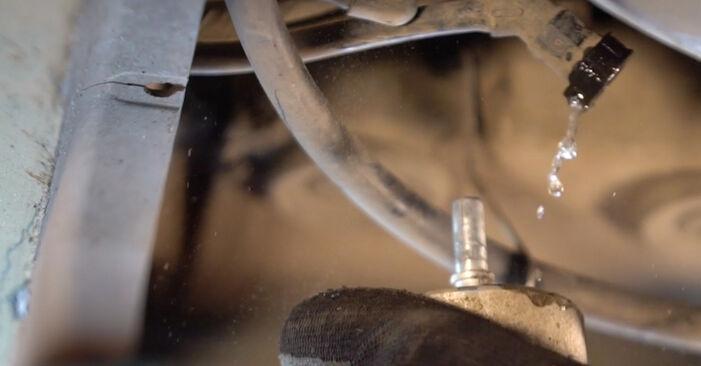 Wie schwer ist es, selbst zu reparieren: Kraftstofffilter Golf 5 2.0 TDI 2009 Tausch - Downloaden Sie sich illustrierte Anleitungen