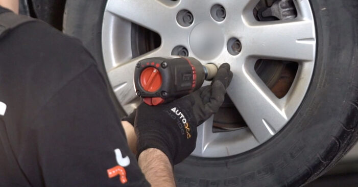 Svojpomocná výmena Tlmič pruzenia na VW Golf V Hatchback (1K1) 1.6 FSI 2006