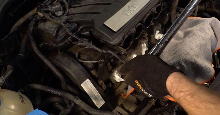 Wechseln Zündkerzen am VW Golf V Schrägheck (1K1) 1.6 FSI 2006 selber