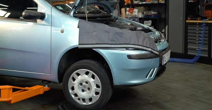 Substituição de Fiat Punto 188 1.2 16V 80 2001 Braço De Suspensão: manuais gratuitos de oficina