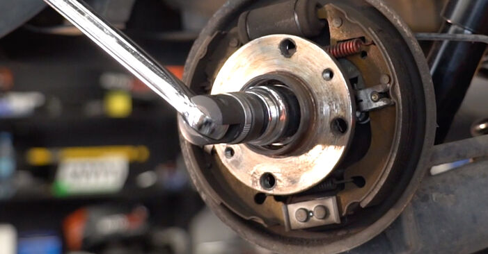 Bytte FIAT PUNTO 1.9 DS 60 Hjullager: Veiledninger og videoer på nettet